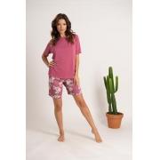 Pijama em liganete com blusa de manga curta com detalhe em renda e bermuda.