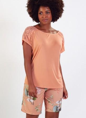 Pijama em liganete com detalhe em renda nas mangas e bermuda estampada