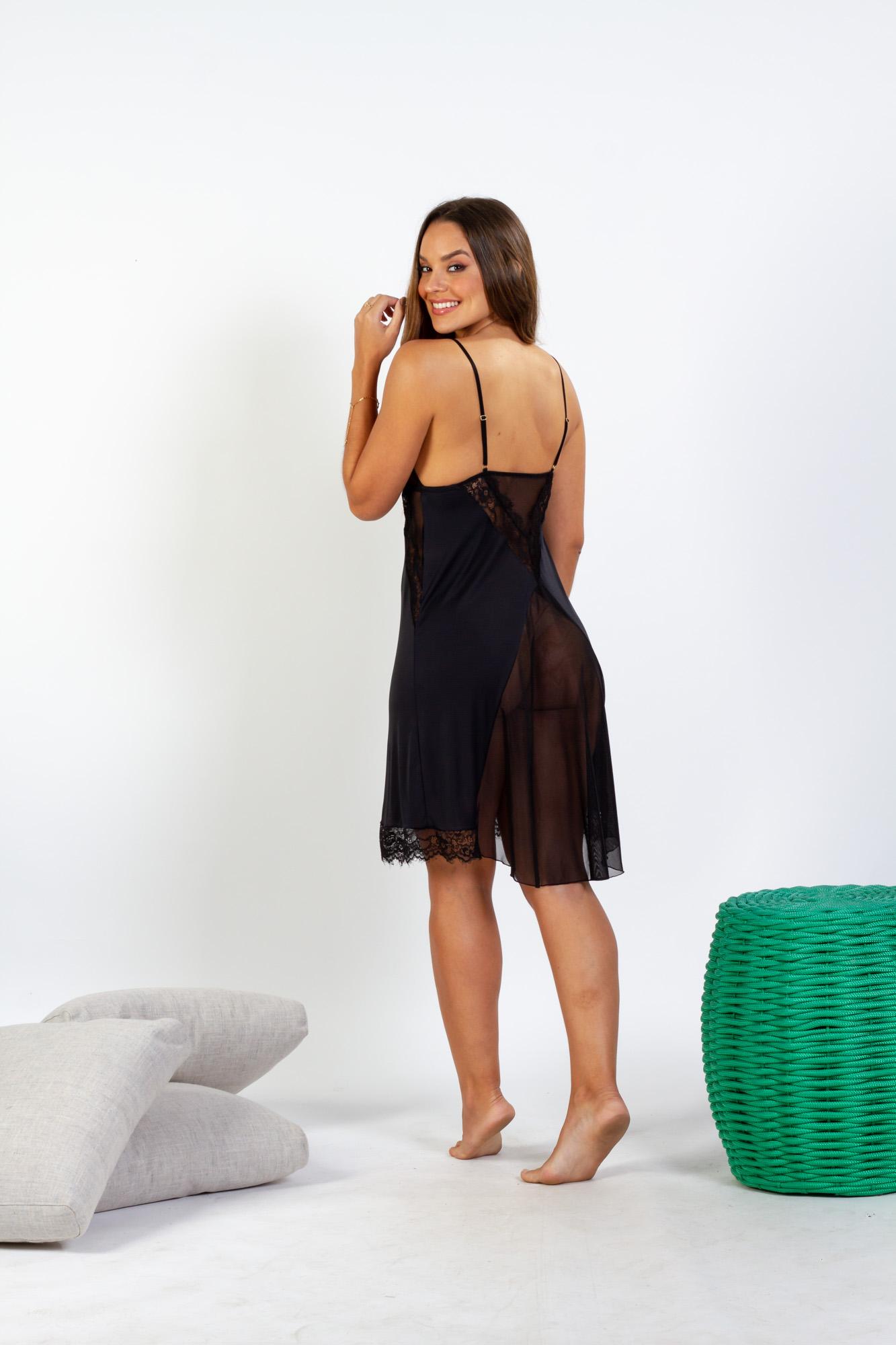 Camisola curta em liganete com detalhes em renda e tule - Preto