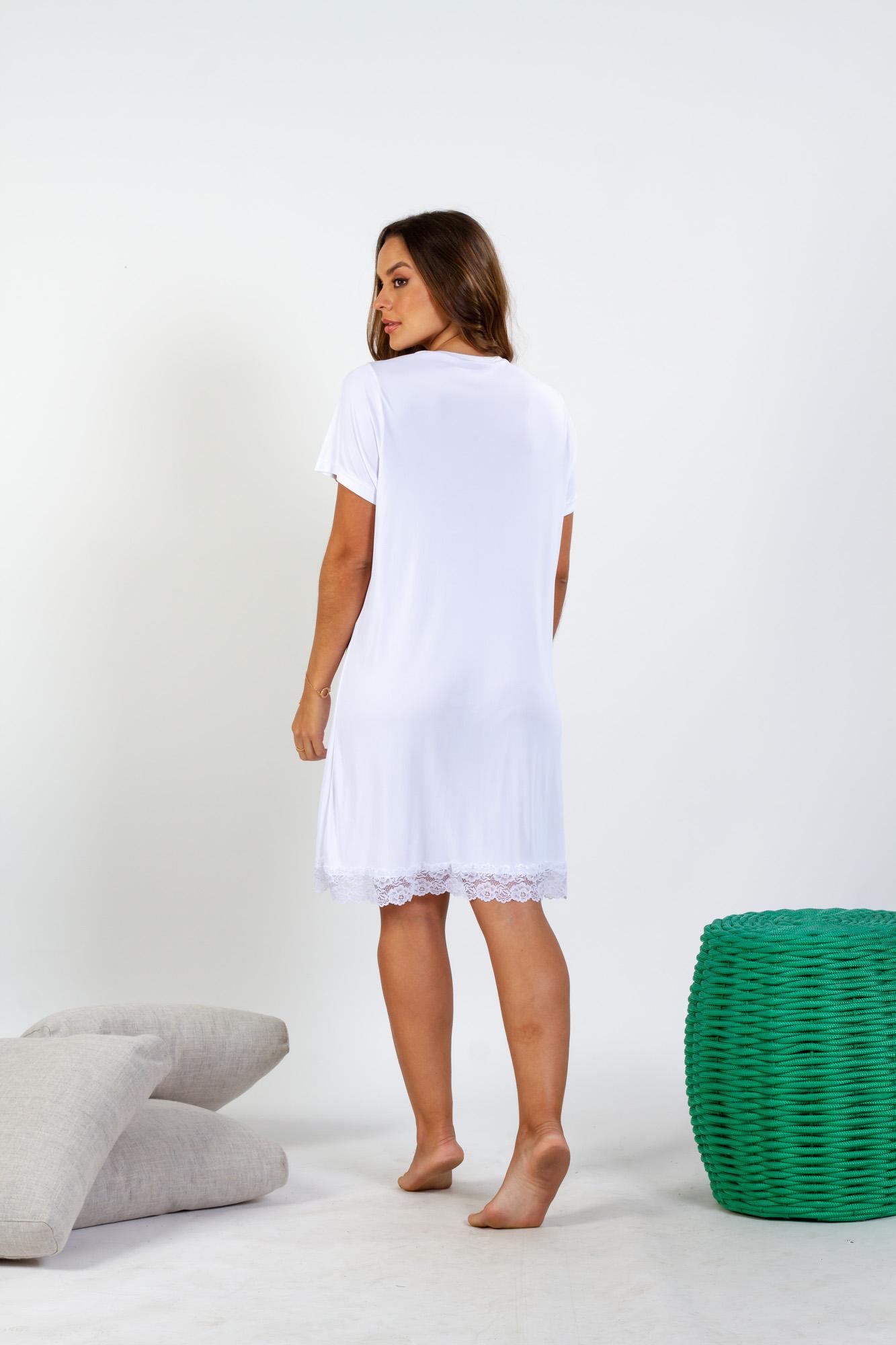 Camisola em liganete com abertura frontal e detalhes em renda - Branco