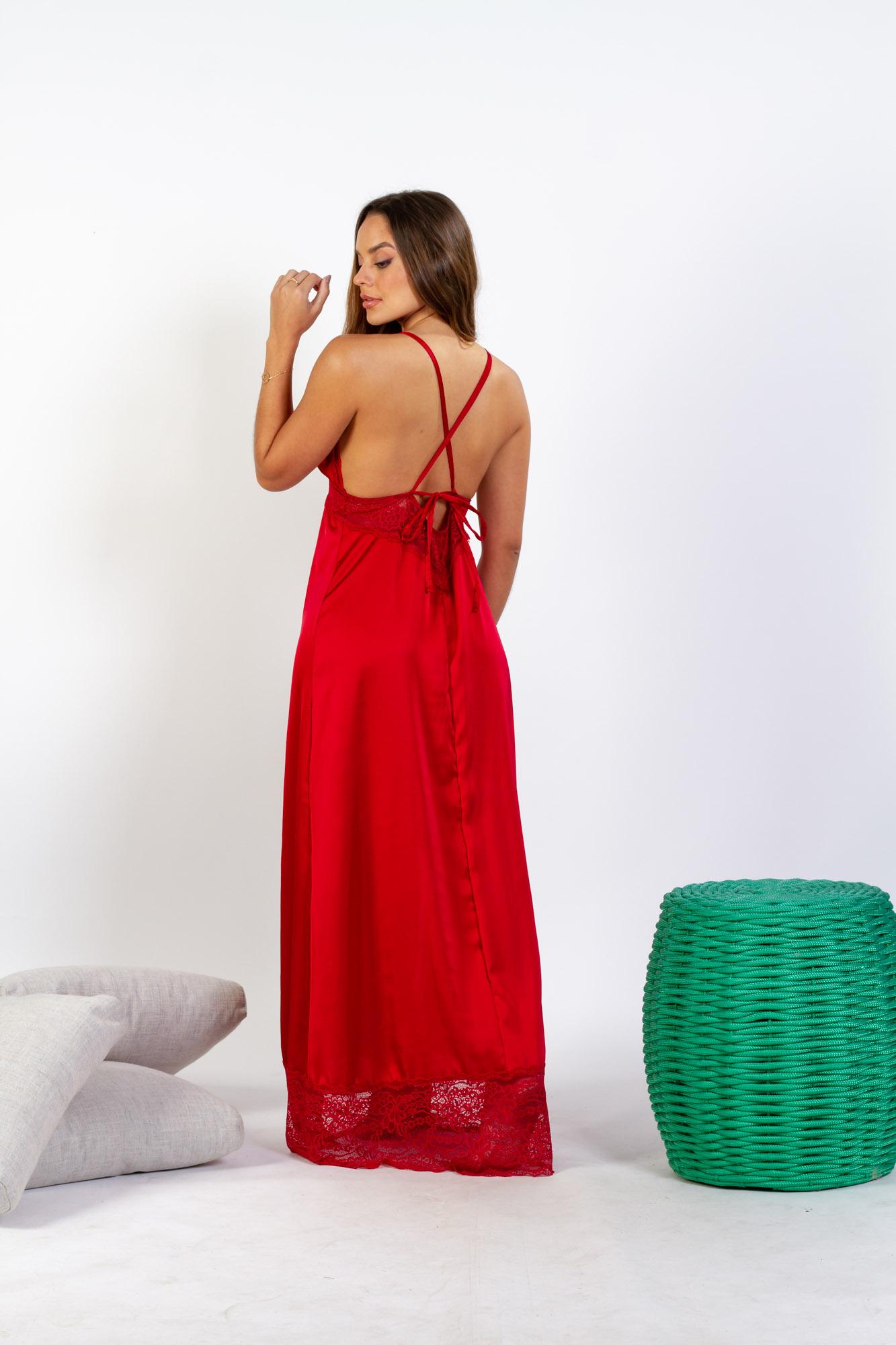Camisola longa em cetim com detalhes em renda e fenda lateral - Divino