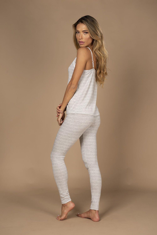 Pijama com camiseta e calça legging