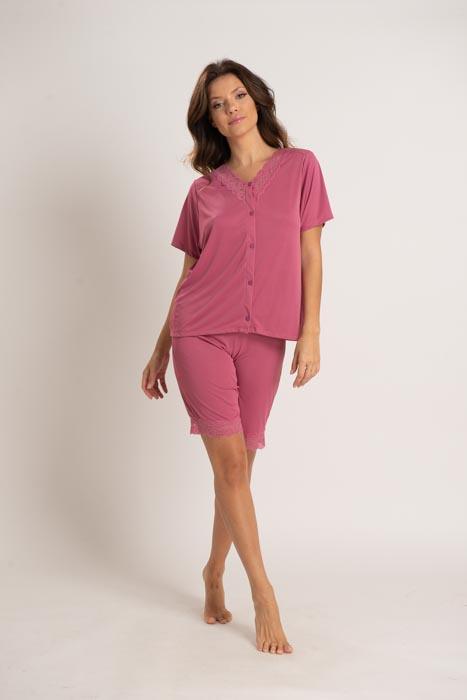 Pijama em liganete com abertura frontal e detalhes em renda
