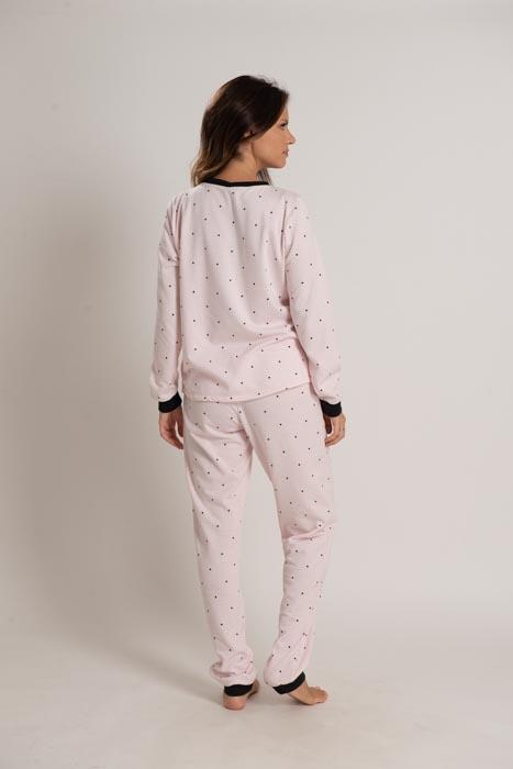Pijama em pluminha estampada com detalhes em ribana