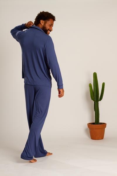 Pijama masculino em viscose com detalhes em vivo
