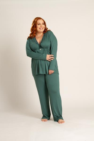 Pijama plus size em viscose com detalhe em renda