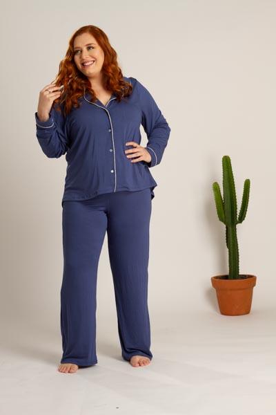 Pijama plus size em viscose com detalhes em vivo