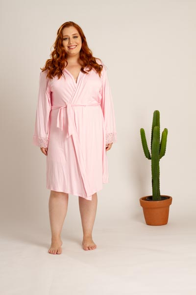 Robe plus size em viscose com detalhe em renda