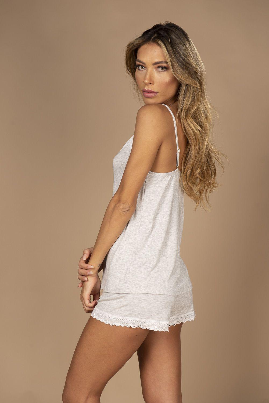 Short doll em viscose com detalhes em renda na blusa e short