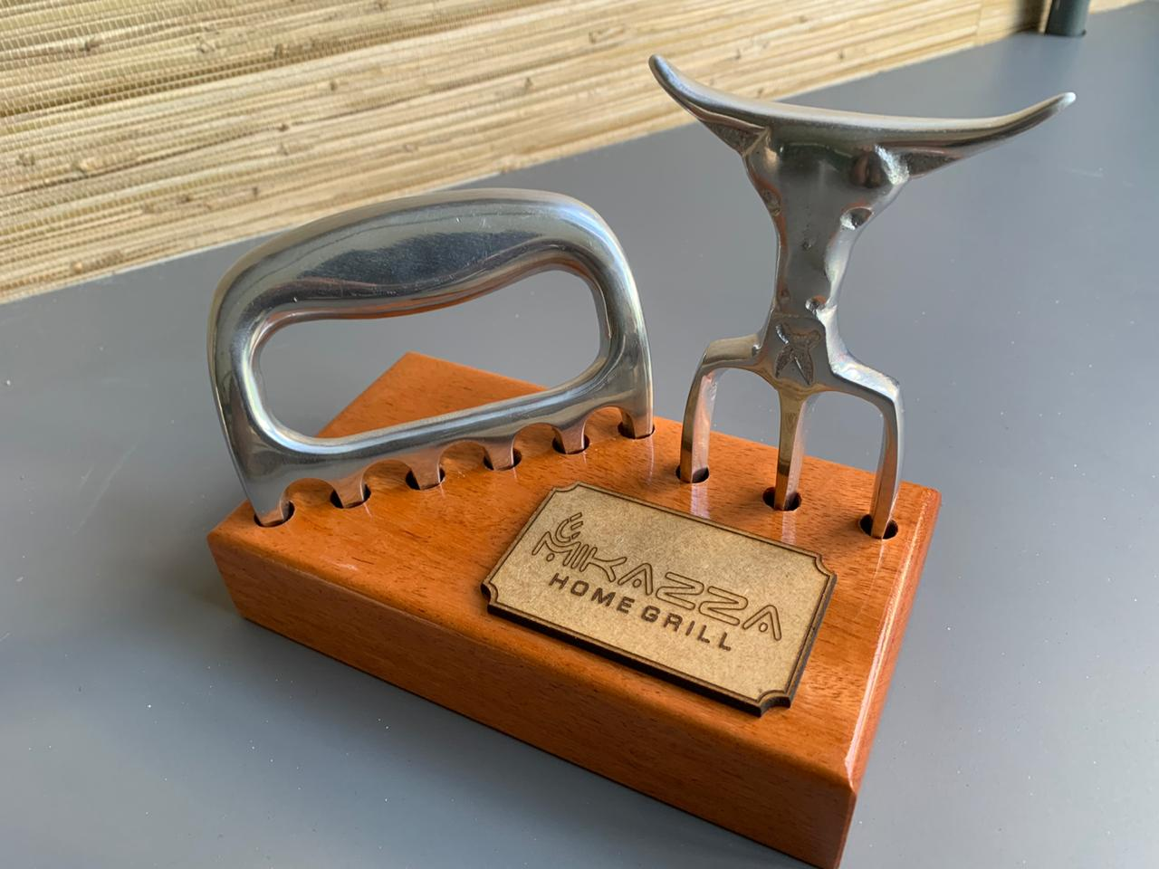 Kit 1 Garra De Urso Premium E 1 Tridente Silver Bull C/ Suporte De Madeira Pers. - Clara