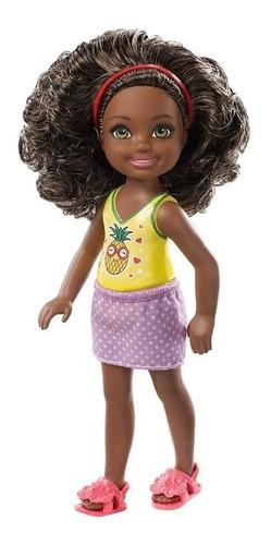 Boneca Barbie Club Chelsea Cabelo encaracolado Morena Blusa Abacaxi
