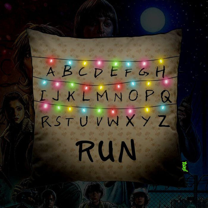 Almofada Geek Stranger Run  - Pop Funkos