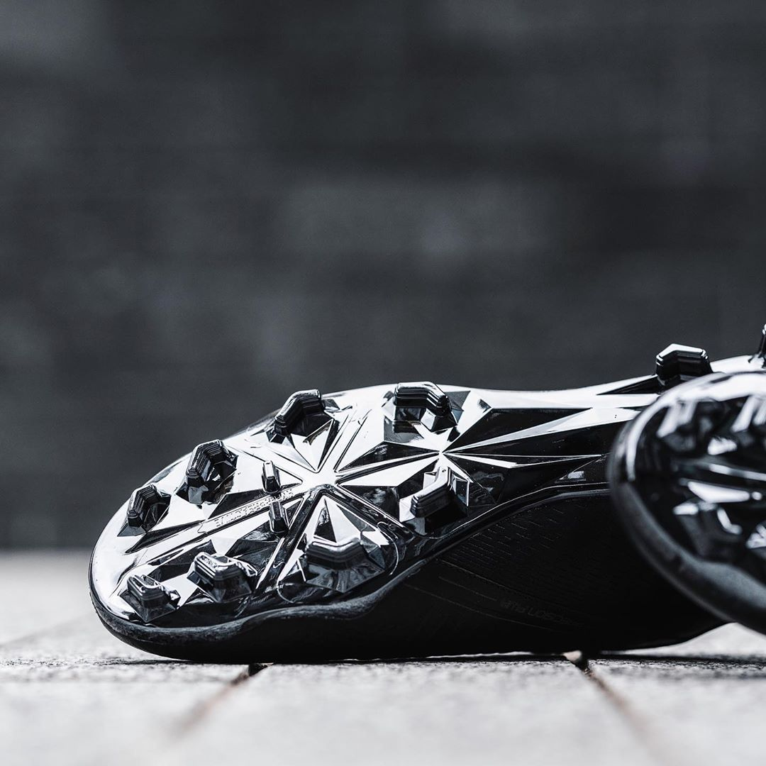 Chuteira Nike Phantom Venom FG - Couro de Canguru