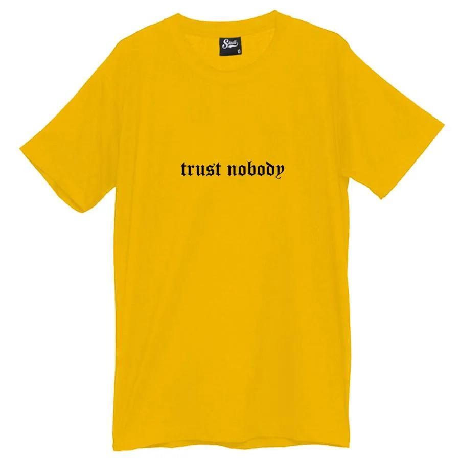 Camiseta Masculina Trust Nobody Amarela