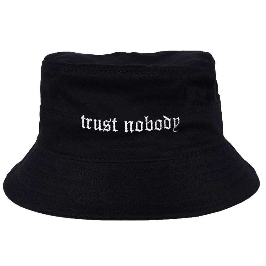 Chapéu Bucket Trust Nobody Preto