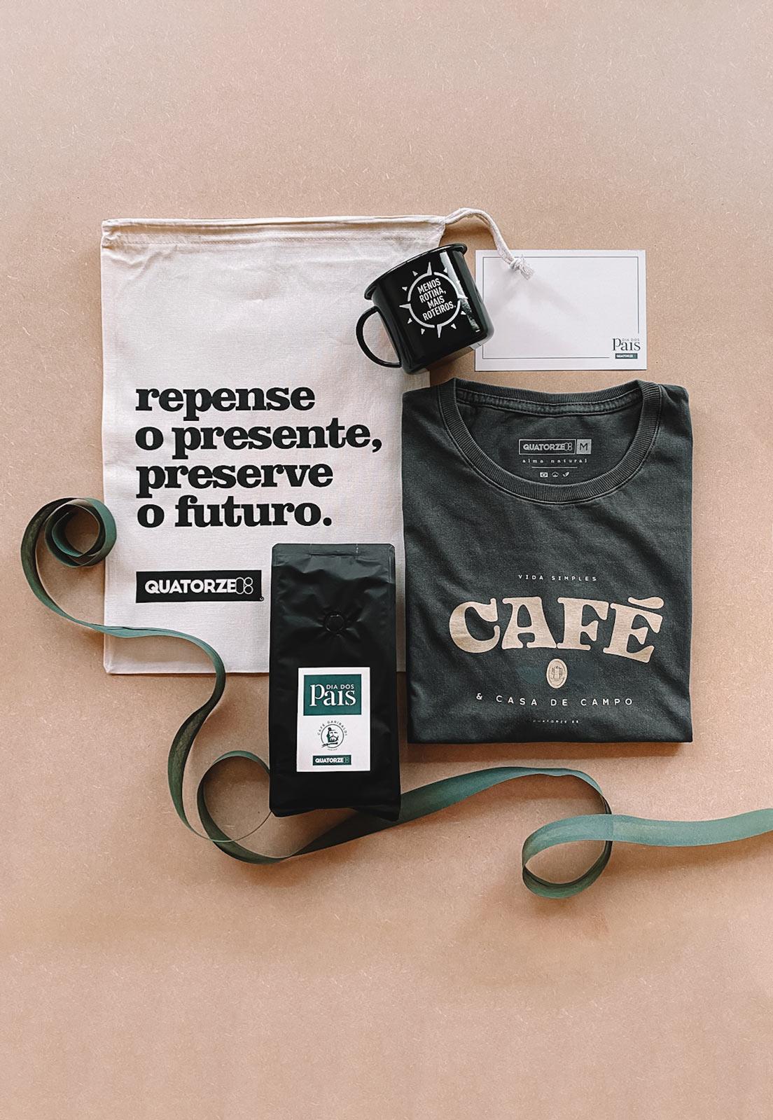Caixa Presente Masculino 4 Peças: Camiseta Café Chumbo Estonada + Caneca Menos Rotina Preta + Café Artesanal + Ecobag 100% Algodão