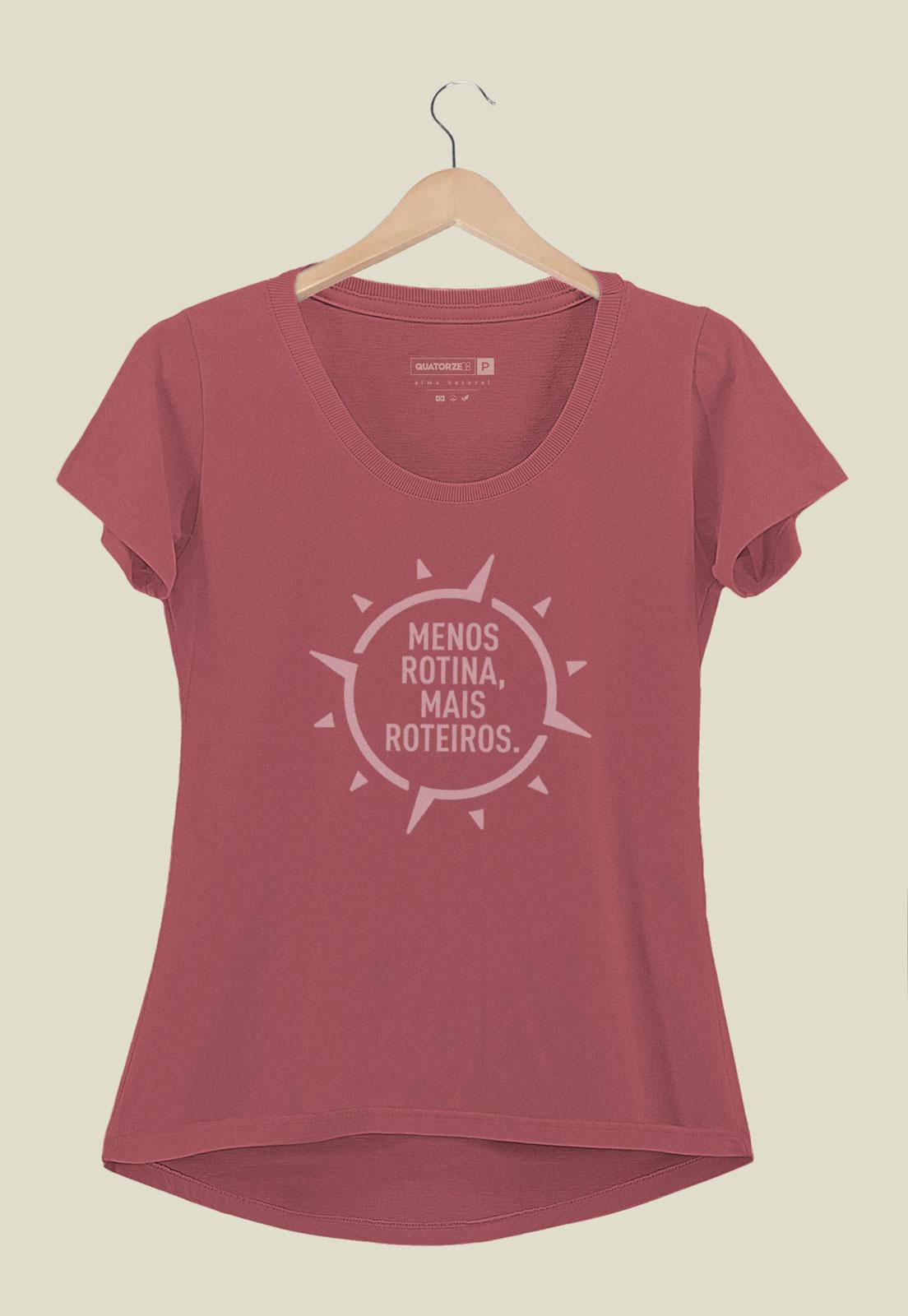 Camiseta Feminina Menos Rotina Bordô Estonada