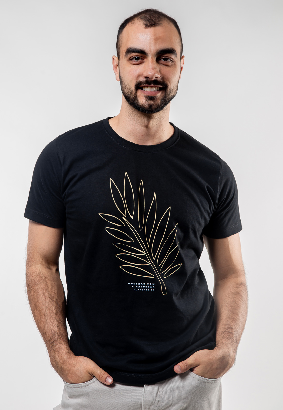 Camiseta Preta de Algodão Conexão Com a Natureza