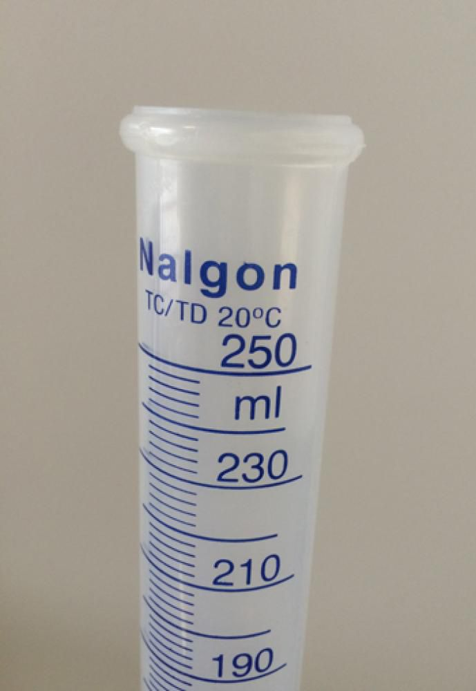 Proveta de Polipropileno Graduada 250 ml  - Lojão de Ofertas