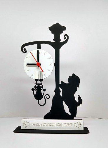 Relógio de Mesa ou Parede Cão Shitzu olhando o gato no Poste Linha Pet