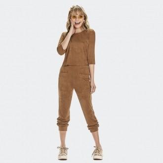 Conjunto Blusa e Calça em Camurça