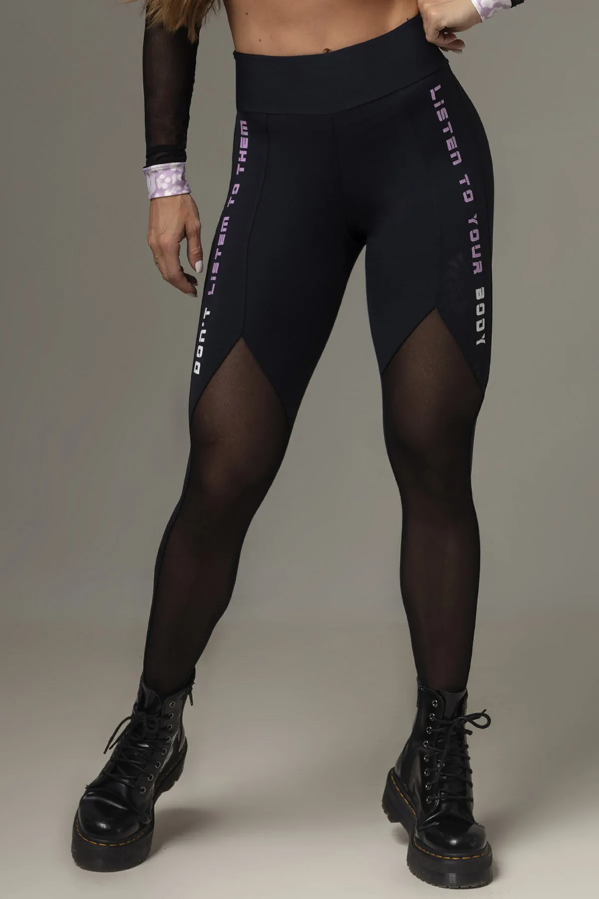 LEGGING ACTION FITNESS PRETA COM TULE HIPKINI