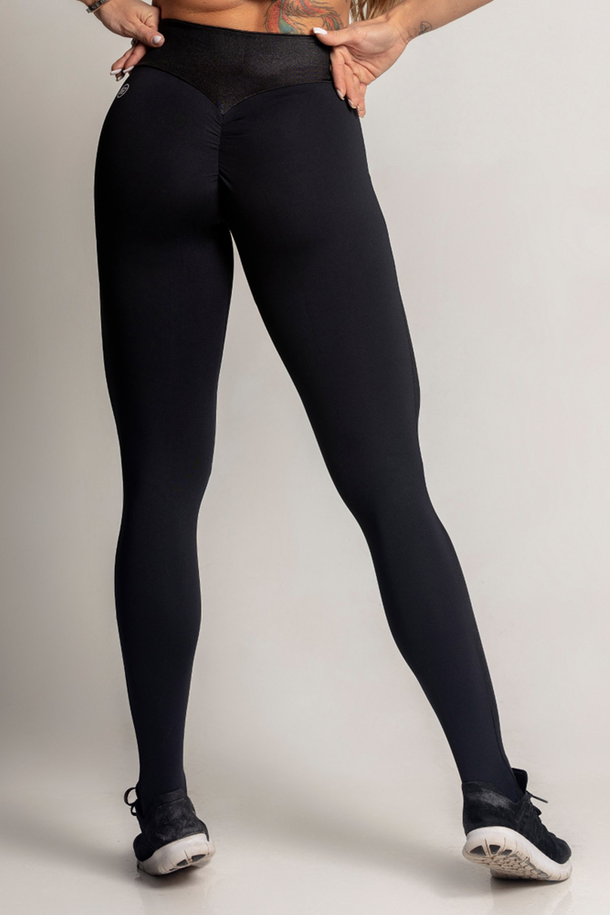 LEGGING DREAM FITNESS PRETA COM CIRRE HIPKINI