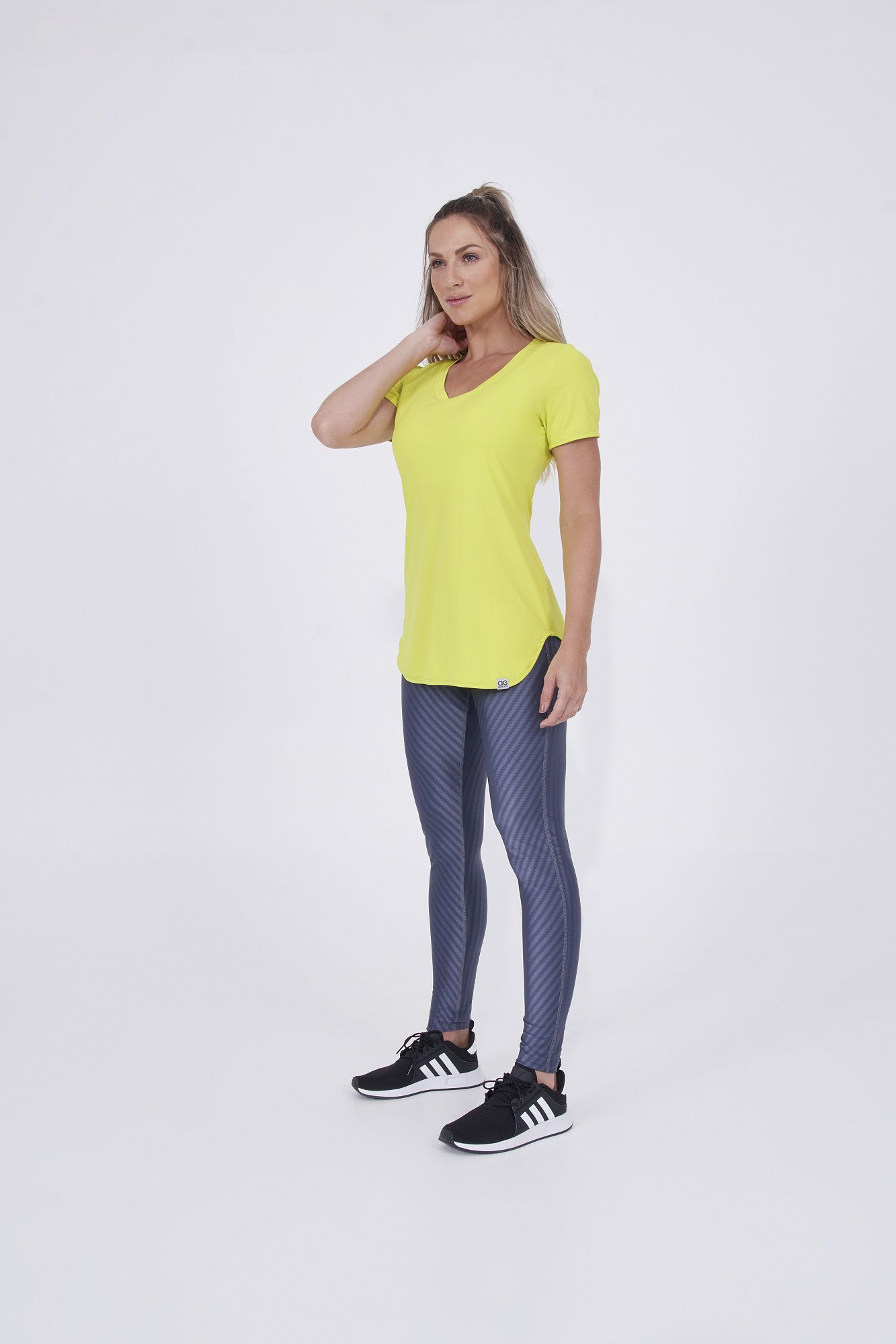 T-Shirt Skin Fit Alongada Alto Giro