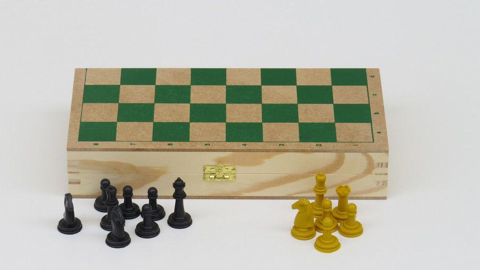 Xadrez com estojo em madeira