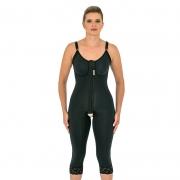Cinta modeladora cirúrgica Mabella 1070 macaquinho com pernas abaixo do joelho, alça fina, busto pré moldado, abertura f