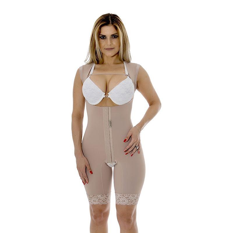 Cinta modeladora cirúrgica Mabella 1023 macaquinho, sem busto, abertura frontal, pernas 1/2 coxa e alça larga.