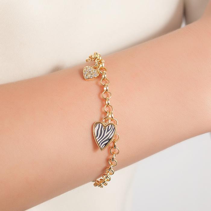 Pulseira com Pingentes Coração Estampa Zebra e Coração com Zircônias Banho Ouro 18K
