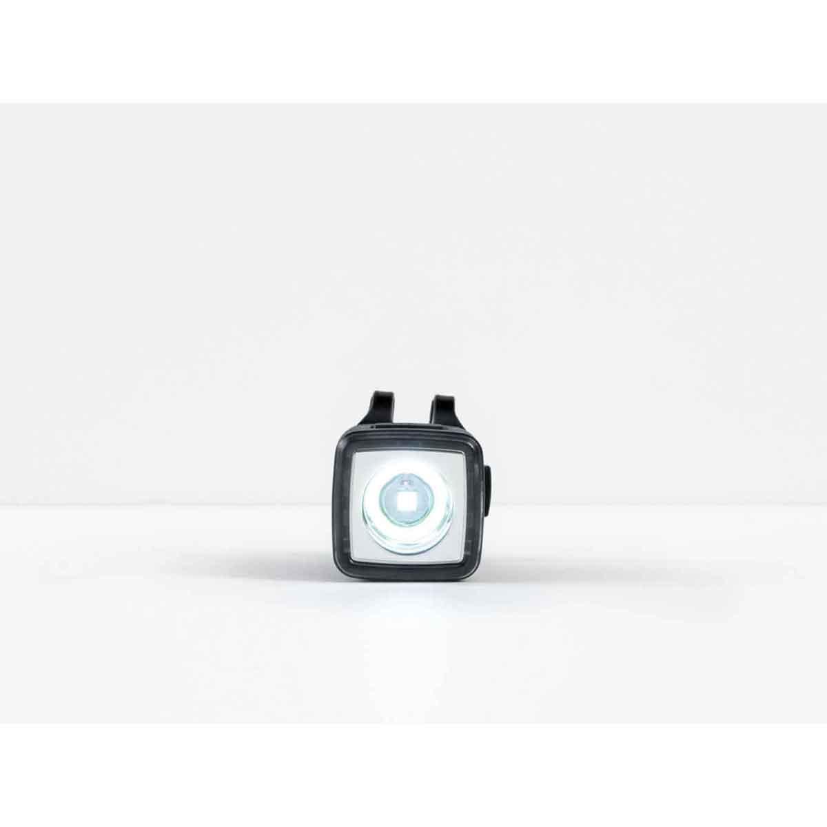 Farol Bontrager Ion 100R Regarregável USB-LEd Cree seja visto mesmo durante o dia.