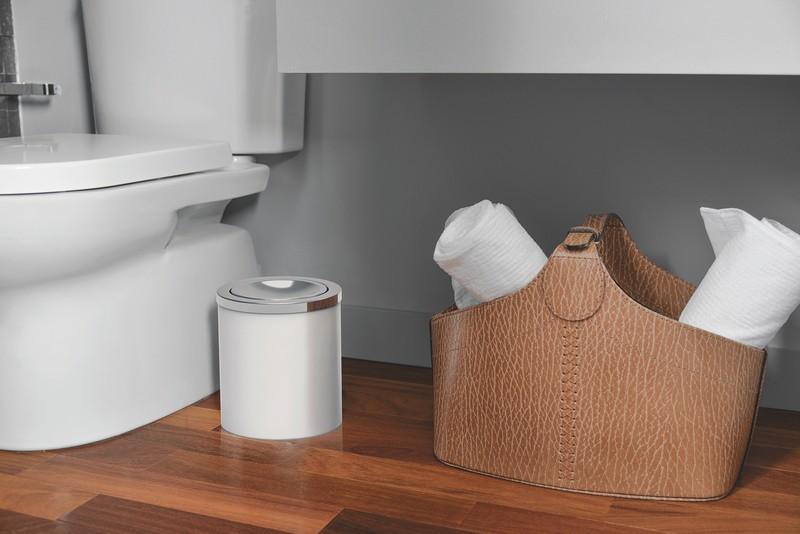 Lixeira Tramontina Útil Branca Basculante em Aço Inox 5 L