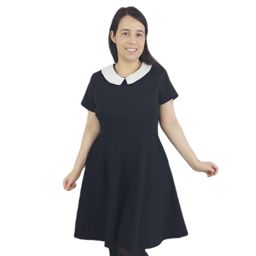Vestido Preto com Gola Branca