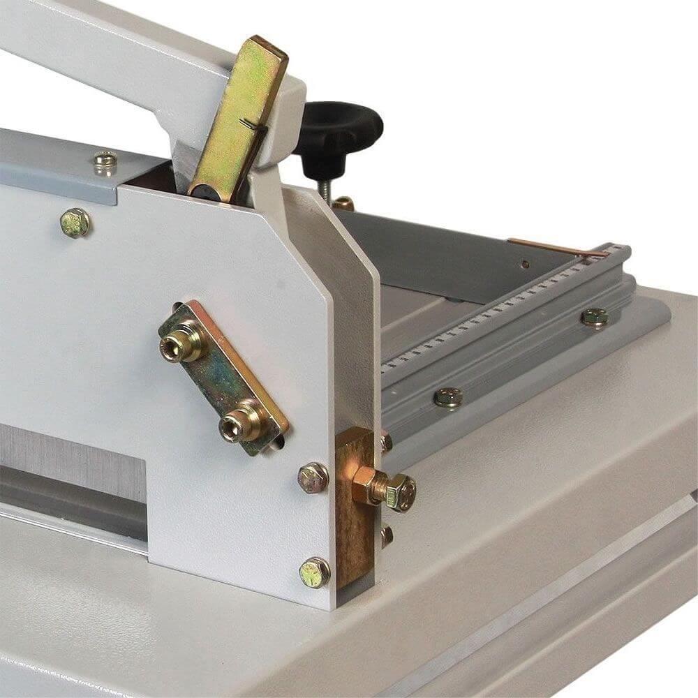 Guilhotina Semi Industrial Standard 43cm 300 Folhas Com Mesa Cassmar