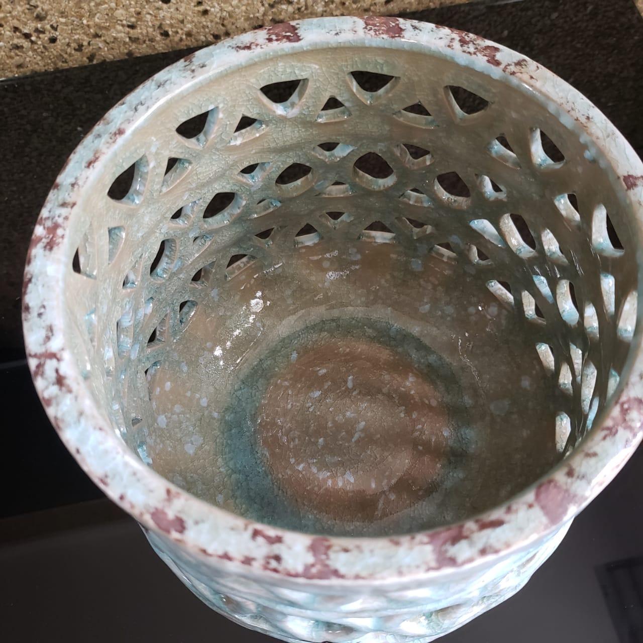 Cachepot em Ceramica Vazado Azul 19x18cm