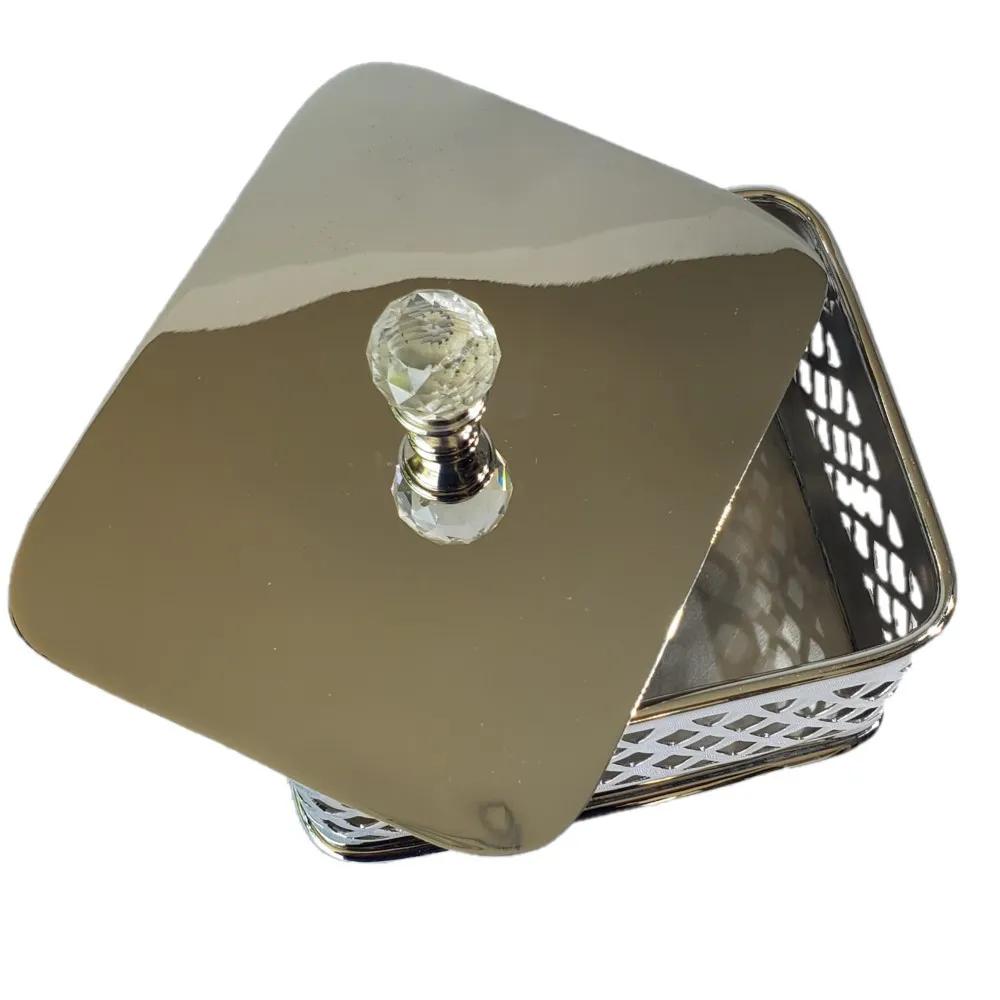 Caixa Decorativa em Metal Vazada 7x9,5x12cm