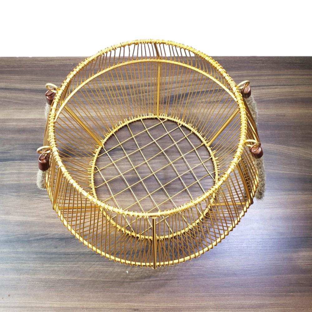 Cesto em Metal Dourado com alça em Corda M 34cm
