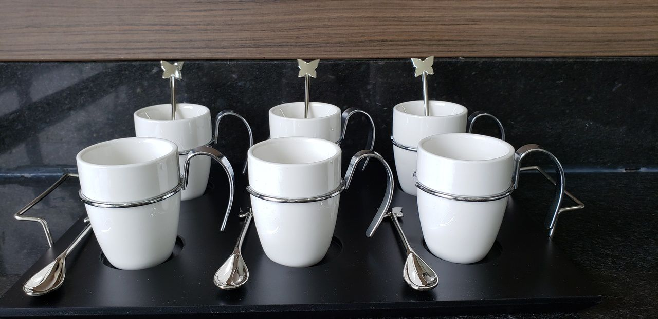 Conjunto 6 Xicaras de Porcelana para Café Sem Pires e Bandeja De Madeira 75ml