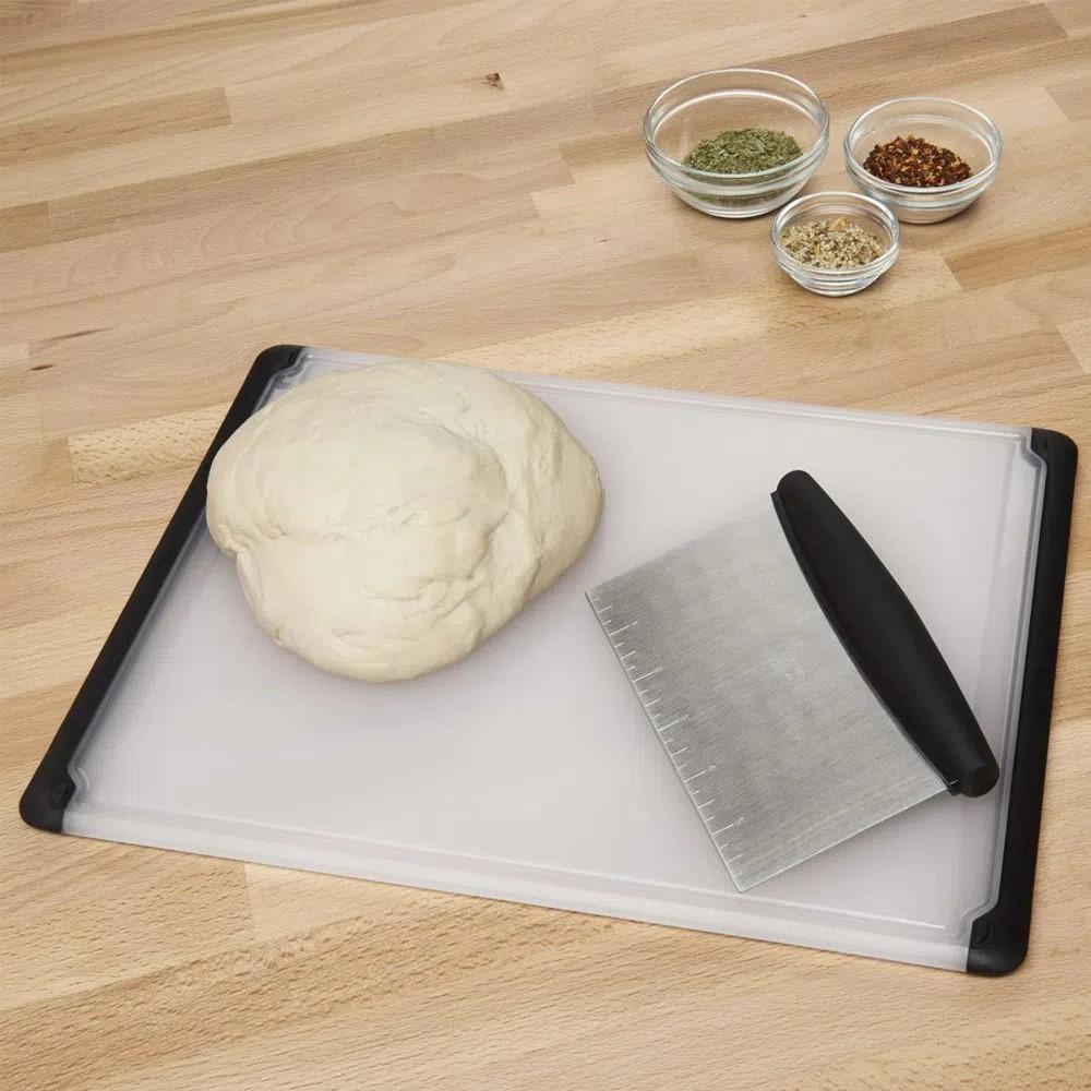 Tábua de Corte para Cozinha em Plástico OXO - 26CMX37CM