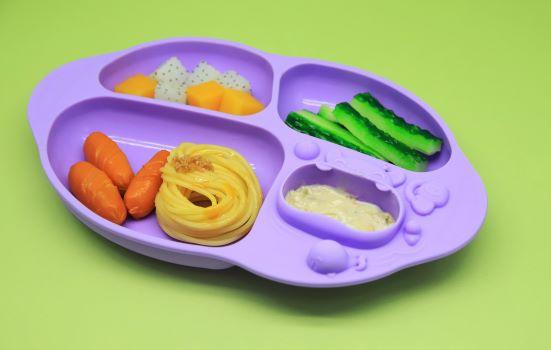 prato com divisória e sucção 4 compartimentos Baleia