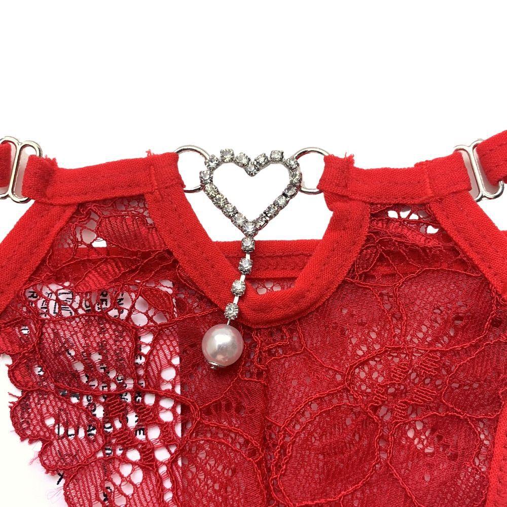 Calcinha em Renda Duas Tiras Com Pingente Coração em Strass e Pérola Vermelha