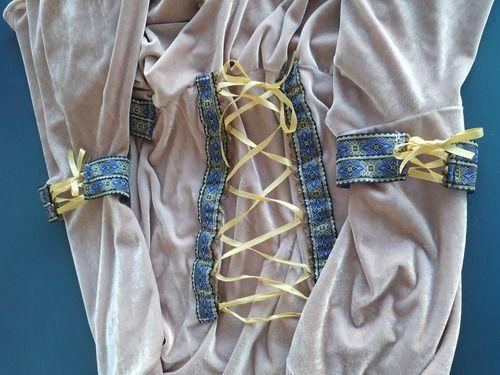 Vestido Medieval Capuz Rosa Celta