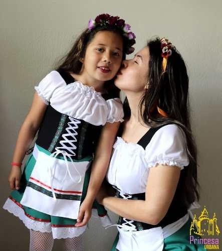 Mãe E Filha Alemãs Tradicionais Brinde Avental verde