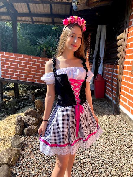 Vestido Alemã Xadrez preto e branco e veludo preto luxuoso