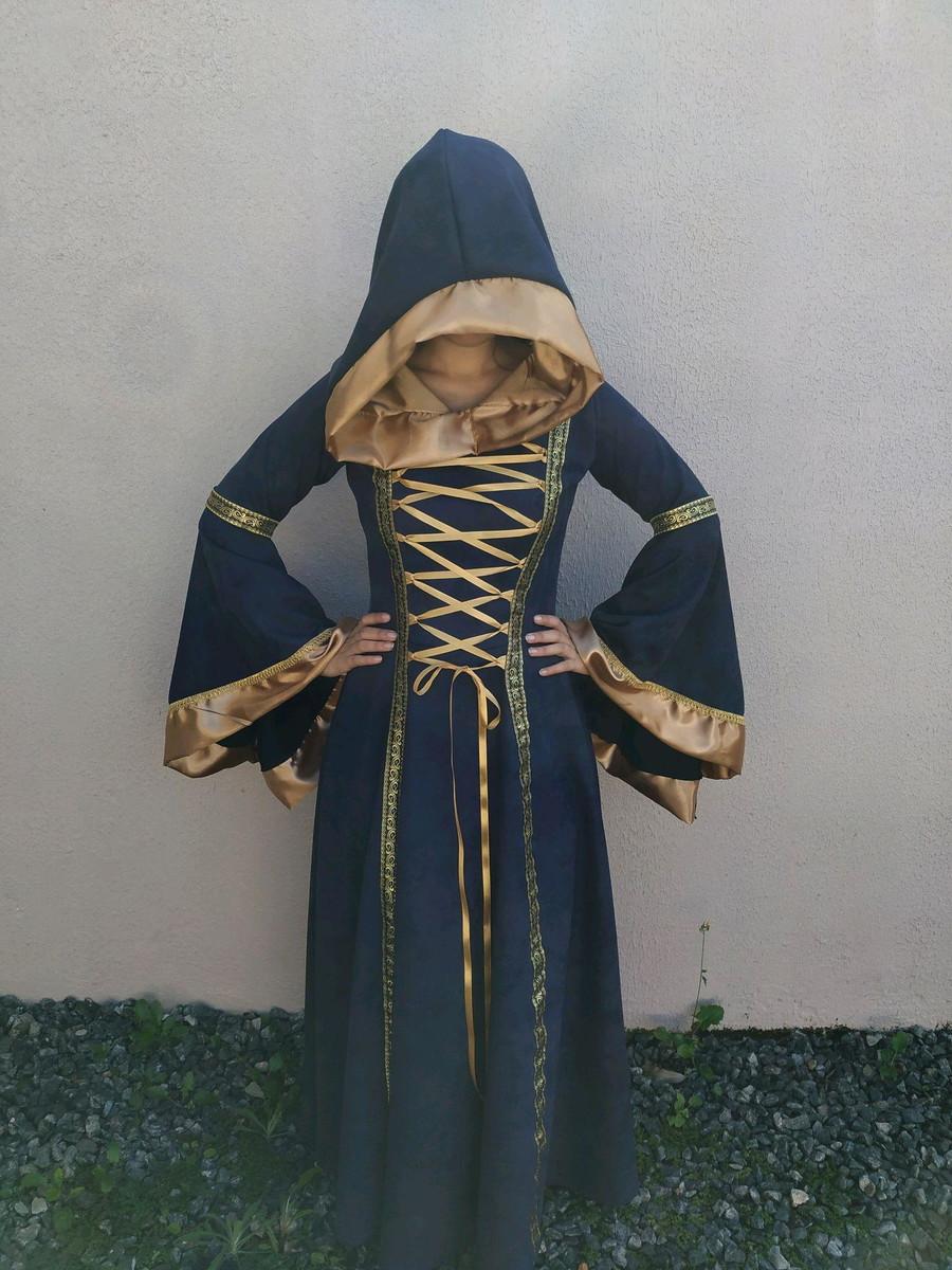 Vestido medieval donzela  Luxuoso com capuz Suede e cetim dourado