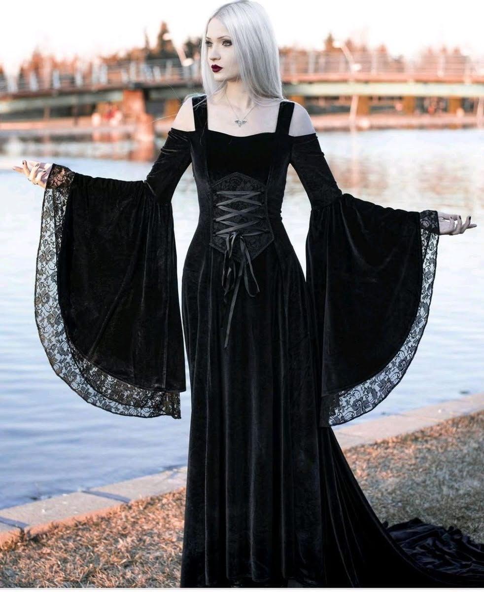 Vestido medieval mangas longas com renda e corpete renascença