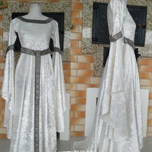 Vestido Medieval Renascença Branco Mangas Flair Mega Longa