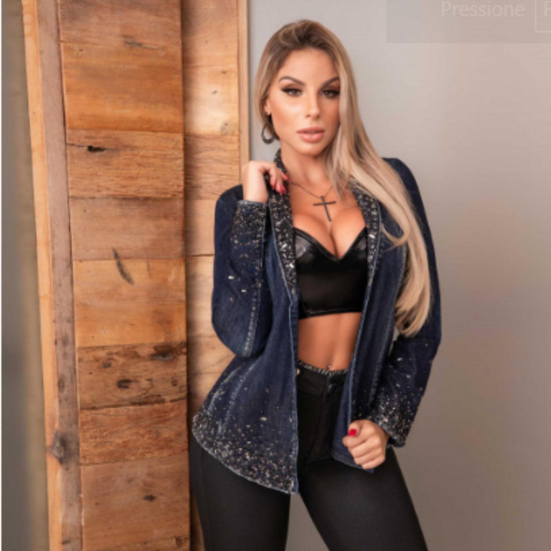 Blazer Jeans Escuro Com Aplicação De Pedraria Pit Bull Jeans